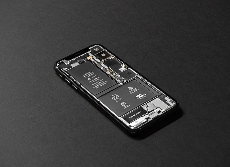 iPhoneXSの充電遅いって本当?充電器の選び方