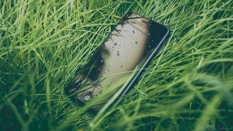 iPhoneXSの画面が割れる原因とは?修理できる場所