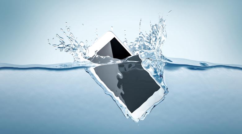 iPhone11は水没しない?耐久性と水中やお風呂で使うためのケース選び
